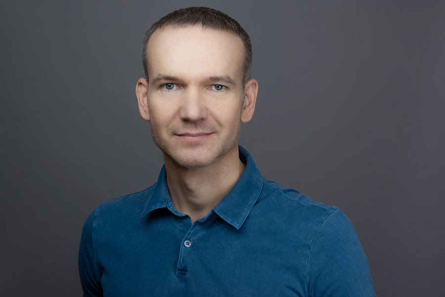 Дмитрий Халин Вице-президент по облачным и цифровым решениям